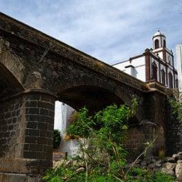 Marta Fernández Rodríguez, Pont sur le ravin d'Agaete, bridge over a ravine in the Canaries, Brücke im Norden von Gran Canaria