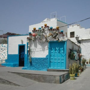 House in blue and white at El Puerto de las Nieves, by Vicente Gordillo, maison bleue et blanche à Agaete, sailor house in the Northwest of Gran Canaria, Seemanshaus auf den Kanaren
