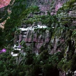 Höhlenhäuser in El Hornillo, von Wolfgang Spiegel, houses carved in the rock at Agaete, maisons creusées dans la falaise en Grande Canarie, casas cueva en las islas canarias