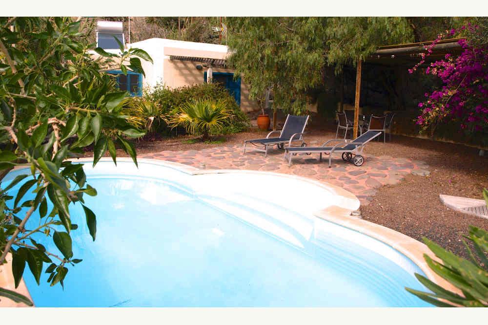 Digital detox dans cette maison avec piscine aux îles Canaries, winding down in Agaete, Pool zur Entspannung in Unterbringung auf Gran Canaria