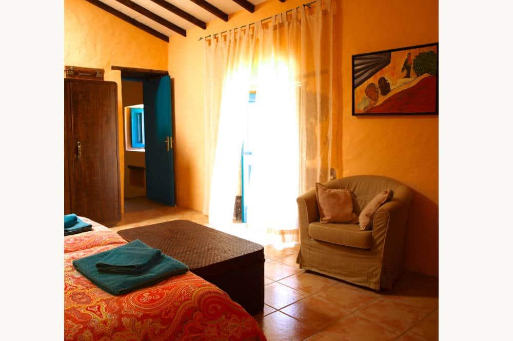 Chambre parentale gîte Agaete, villa in El Risco de Agaete, Finca im Nordem von Gran Canaria, naturist holidays in the Canaries